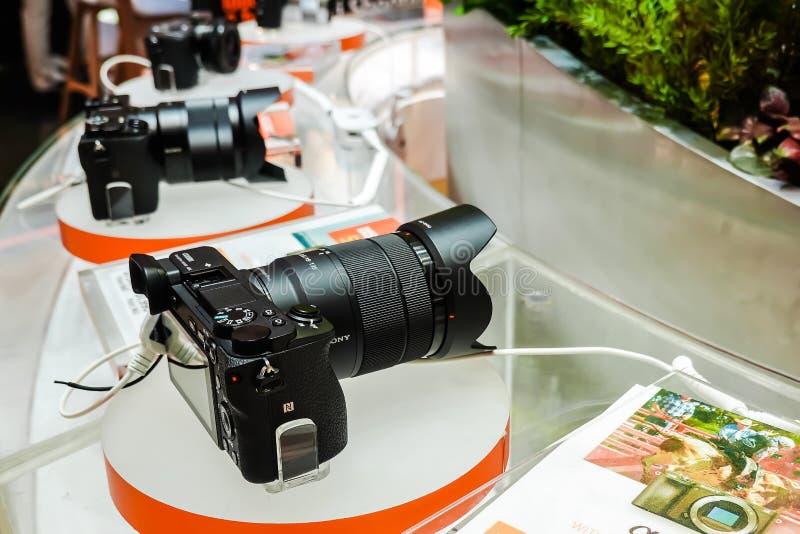 Οι ψηφιακές σειρές της Sony επιδεικνύουν και πώληση στο κατάστημα ηλεκτρονικής της Sony, στο Σιάμ paragon στη Μπανγκόκ, Ταϊλάνδη στοκ φωτογραφίες
