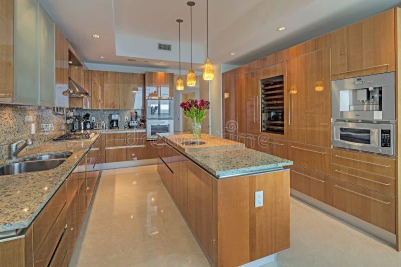 Οι όμορφες κουζίνες είναι μια απόλαυση αρχιμαγείρων στοκ εικόνα με δικαίωμα ελεύθερης χρήσης