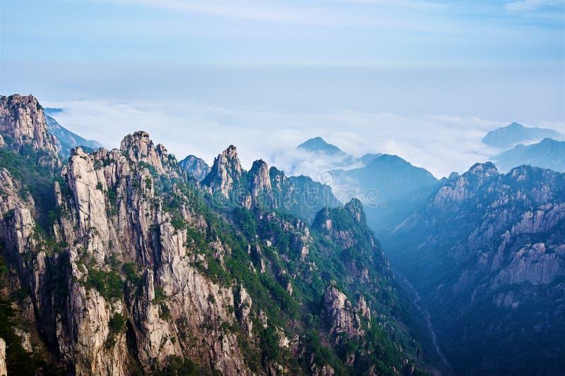 Οι λόφοι και η θάλασσα των σύννεφων στοκ φωτογραφίες