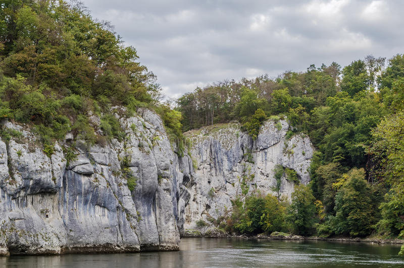 Download Οι δύσκολες ακτές του Δούναβη Στοκ Εικόνες - εικόνα από δούναβης, όψη: 62721056