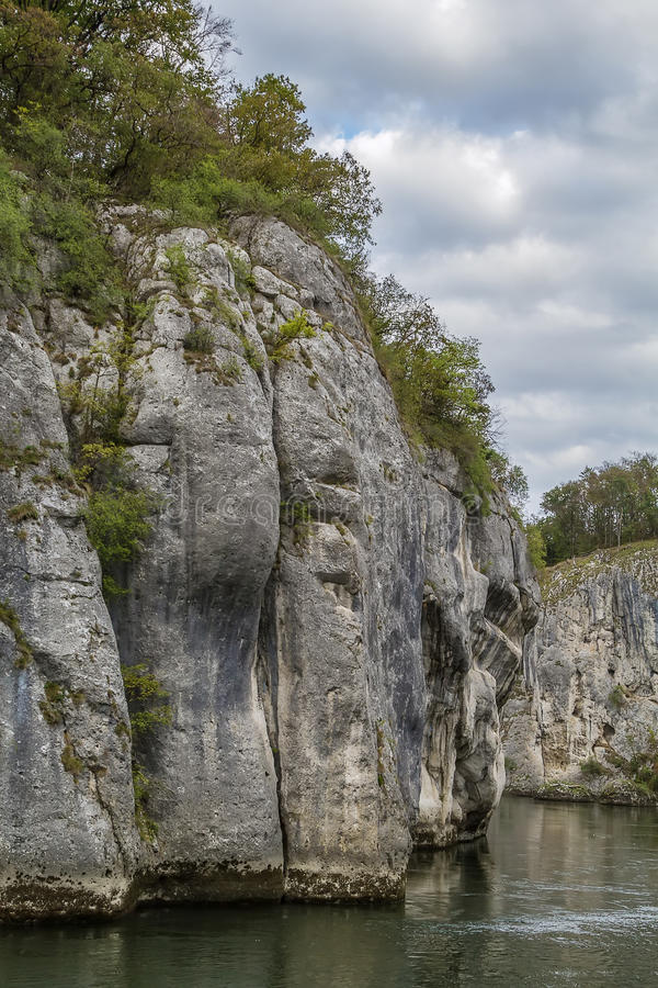 Download Οι δύσκολες ακτές του Δούναβη Στοκ Εικόνα - εικόνα από υπαίθριος, λόφος: 62721143