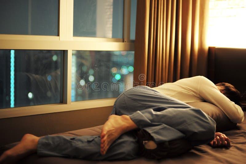 Οκνηρός ύπνος ατόμων μόνο άτομο στοκ εικόνες