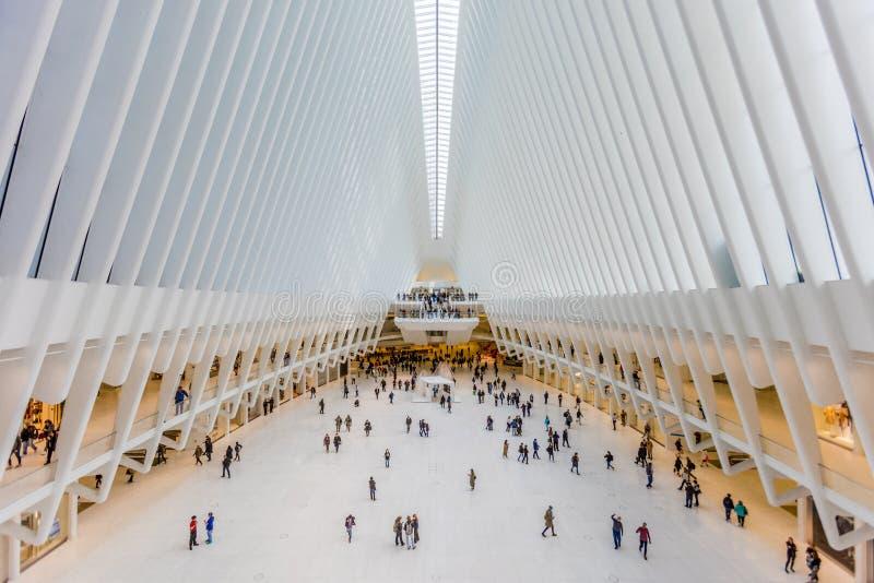 24 Οκτωβρίου 2016, εσωτερικός του κτηρίου Oculus, κύρια αίθουσα του νέου Oculus, η πλήμνη μεταφορών του World Trade Center, χαμηλ στοκ φωτογραφία