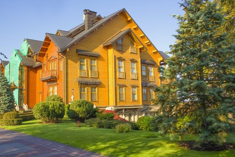 10 Οκτωβρίου 2018 Mezhyhirya κατοικία ορόσημων αρχιτεκτονικής του Κίεβου, Ουκρανία άποψης μουσείων ιδιοκτησίας του πρώην-Προέδρου στοκ φωτογραφία με δικαίωμα ελεύθερης χρήσης