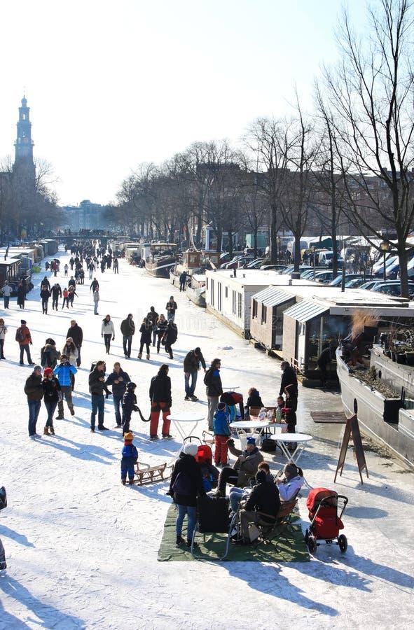 ολλανδική παγωμένη αναψυχή καναλιών του Άμστερνταμ στοκ φωτογραφίες
