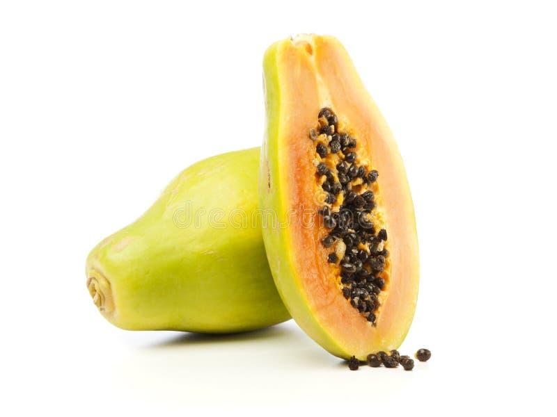 Ολόκληρος και μισός Papaya καρπός   στοκ εικόνες με δικαίωμα ελεύθερης χρήσης