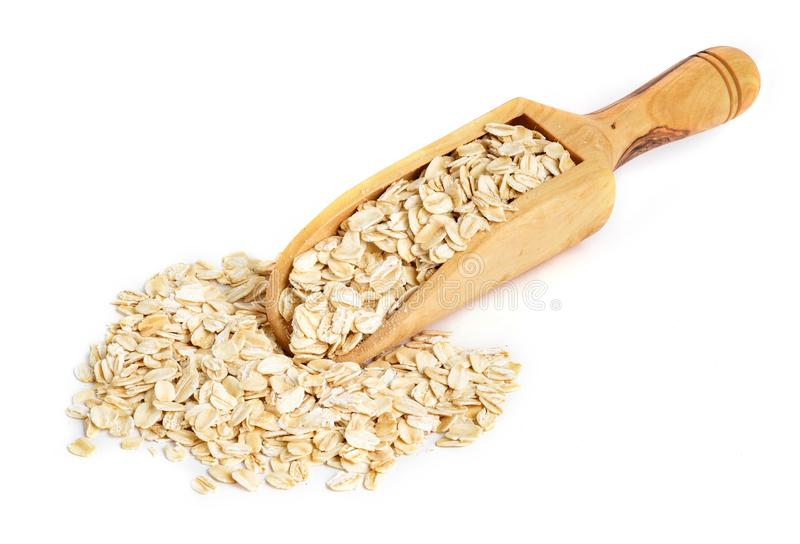 Ολόκληρο oatmeal στην ξύλινη σέσουλα στοκ εικόνες