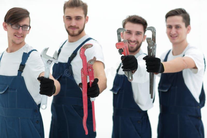 Ομάδα εργατών οικοδομών με τα εργαλεία εργασίας στοκ εικόνες με δικαίωμα ελεύθερης χρήσης