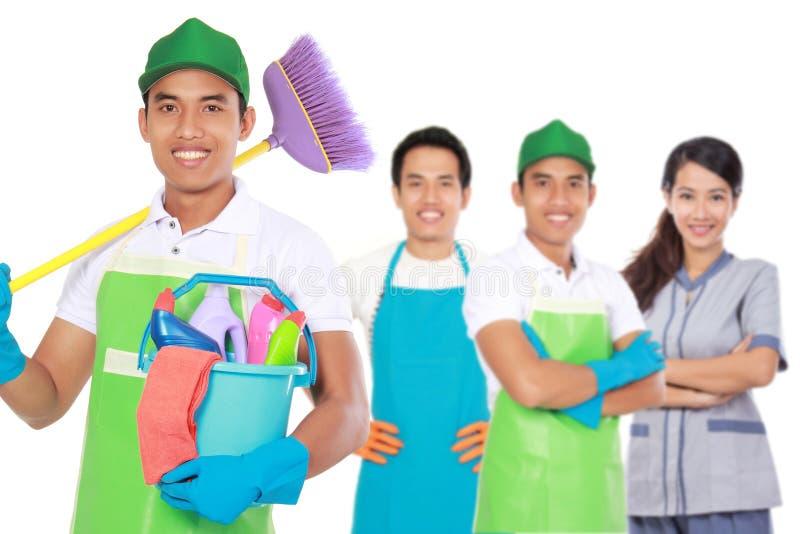 Ομάδα καθαρίζοντας υπηρεσιών έτοιμων να κάνουν τις μικροδουλειές στοκ εικόνες με δικαίωμα ελεύθερης χρήσης