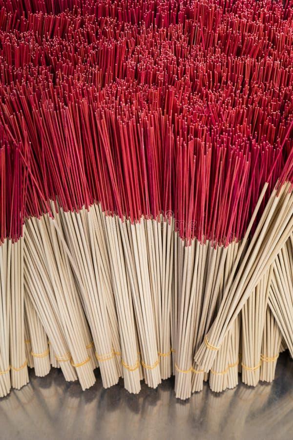 Ομάδα κόκκινου ραβδιού θυμιάματος, υπόβαθρο ραβδιών κινέζικων ειδώλων στοκ εικόνες