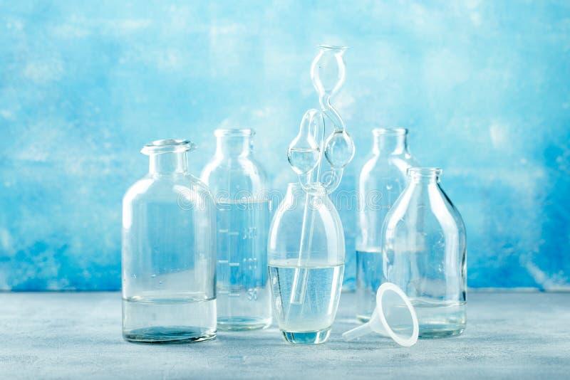 Ομάδα μπουκαλιών γυαλιού στοκ φωτογραφίες με δικαίωμα ελεύθερης χρήσης