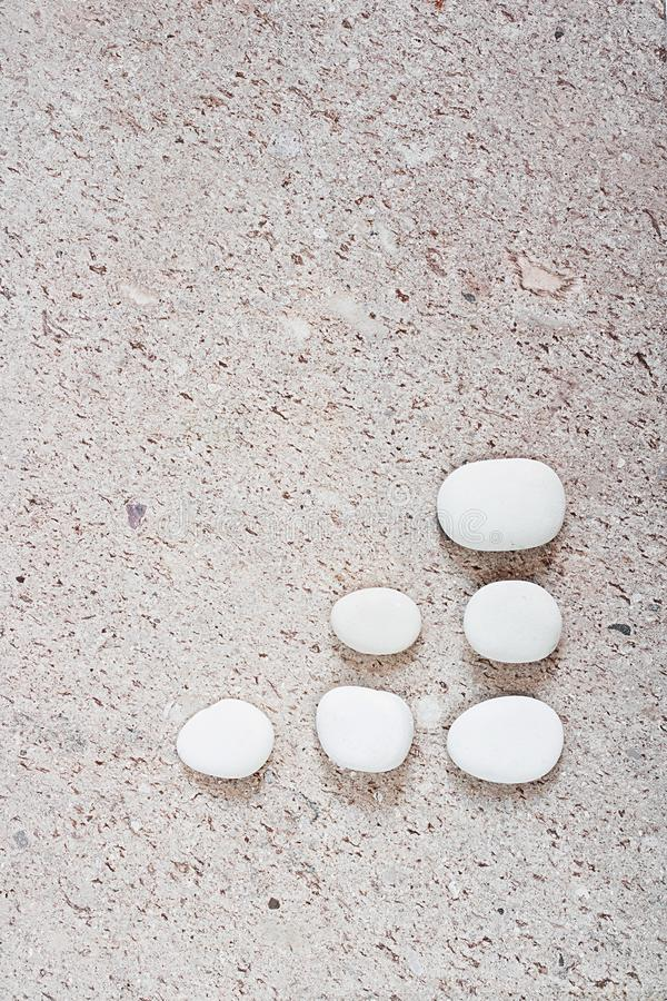 Ομάδα πέτρας με το ψαλίδισμα της πορείας που απομονώνεται στο υπόβαθρο επιφάνειας πετρών στοκ εικόνες