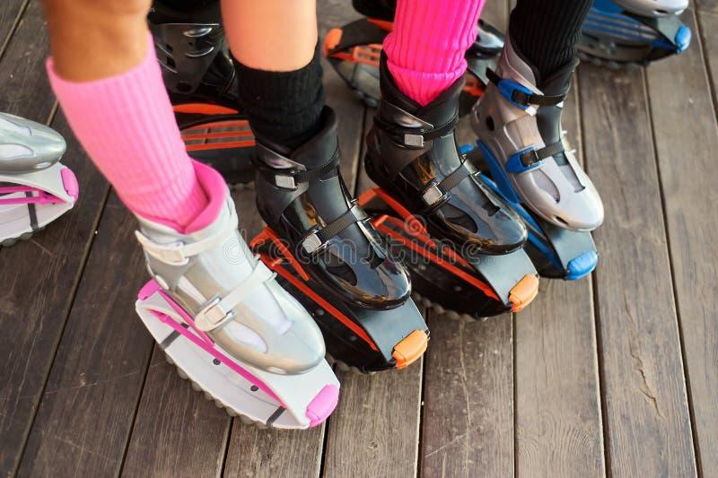 Ομάδα ποδιών των γυναικών στις μπότες αλμάτων kangoo στοκ εικόνες