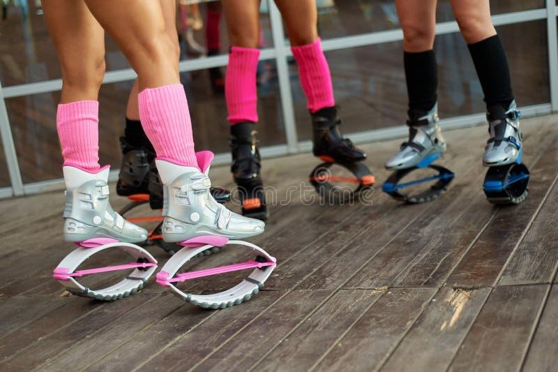 Ομάδα ποδιών των γυναικών στις μπότες αλμάτων kangoo στοκ φωτογραφία