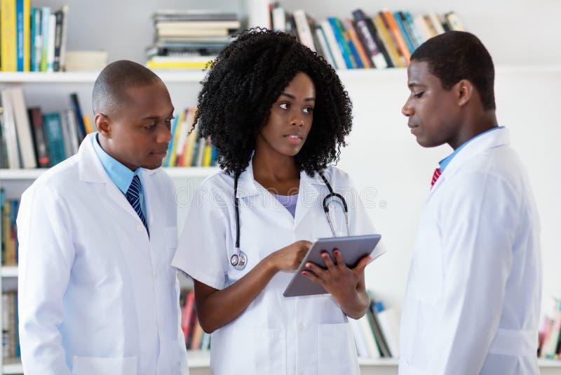 Ομάδα των γιατρών αφροαμερικάνων στοκ εικόνες