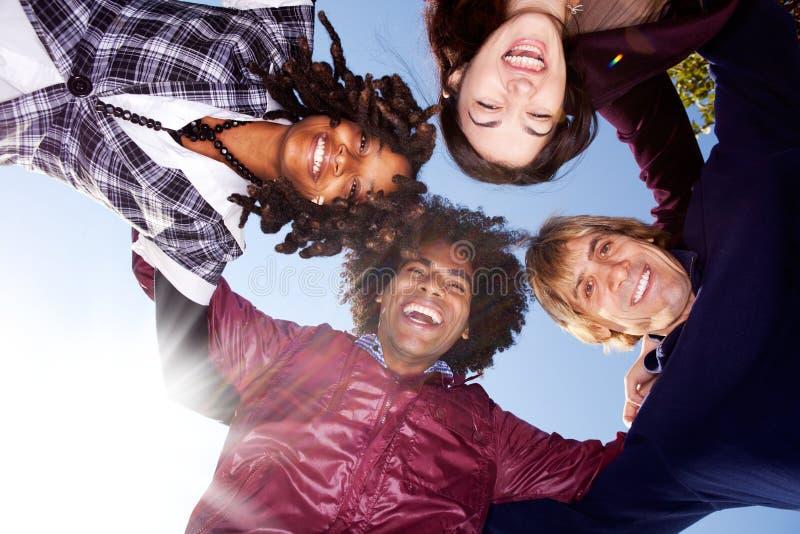 ομάδα φίλων ευτυχής στοκ εικόνες