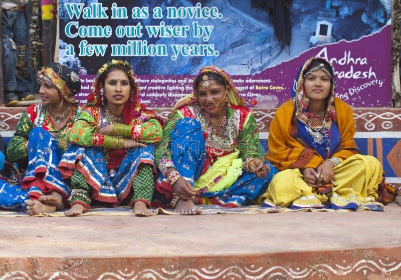 ομάδα χορού φυλετική στοκ εικόνα