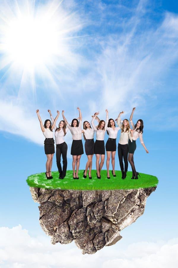 Ομάδα ανθρώπων στο νησί στοκ εικόνες