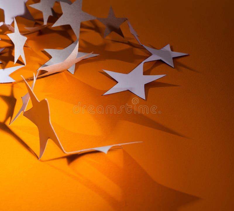 Ομάδα αστεριών εγγράφου σχετικά με ένα υπόβαθρο χρώματος στοκ φωτογραφίες με δικαίωμα ελεύθερης χρήσης