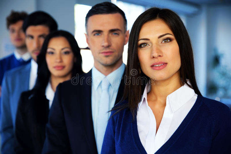 Ομάδα ενός νέου businesspeople στοκ φωτογραφία