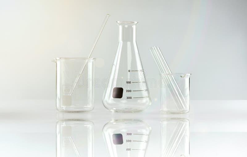 Ομάδα επιστημονικών εργαστηριακών γυαλικών, έρευνας και ανάπτυξης στοκ εικόνες