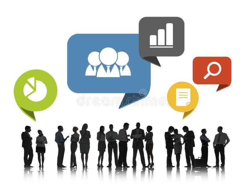 Ομάδα επιχειρηματιών που συζητούν το κοινωνικό δίκτυο στοκ εικόνα