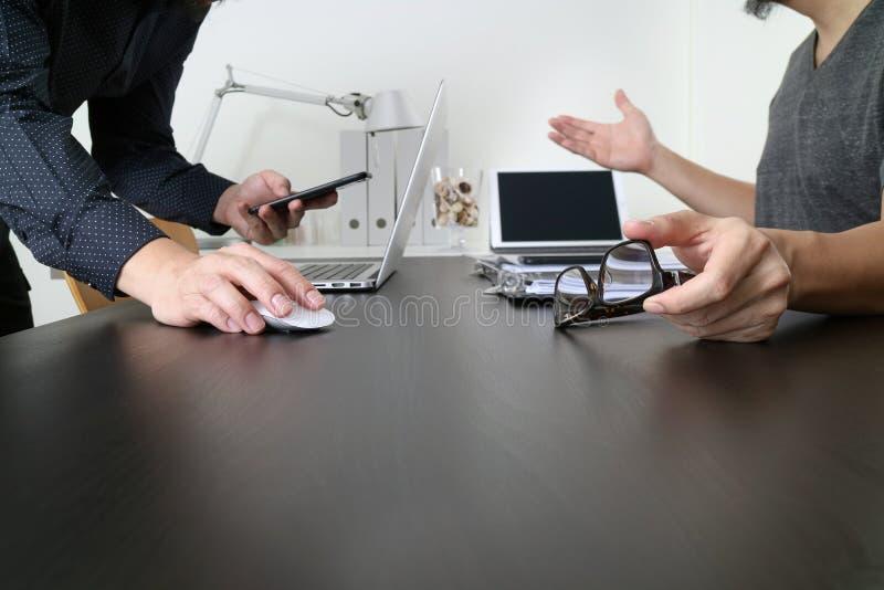 ομάδα επιχειρησιακής σ&upsilon Επαγγελματικός επενδυτής που απασχολείται στο νέο ξεκίνημα στοκ εικόνα με δικαίωμα ελεύθερης χρήσης