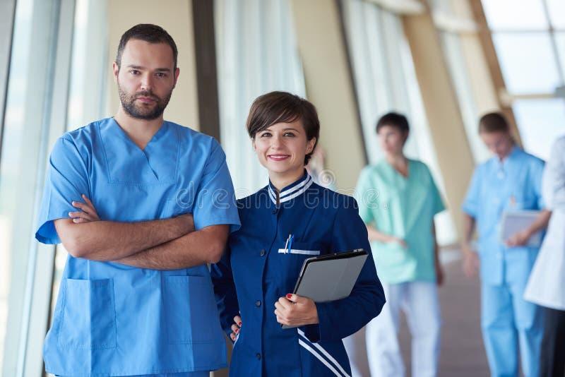 Download Ομάδα ιατρικού προσωπικού στο νοσοκομείο Στοκ Εικόνες - εικόνα από φορείς, εγγράφων: 62707934