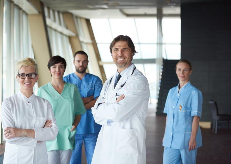 Download Ομάδα ιατρικού προσωπικού στο νοσοκομείο Στοκ Εικόνες - εικόνα από γραφείο, ανασκόπησης: 62710214