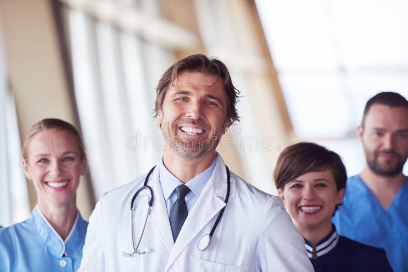 Download Ομάδα ιατρικού προσωπικού στο νοσοκομείο Στοκ Εικόνες - εικόνα από επάγγελμα, indoors: 62710760