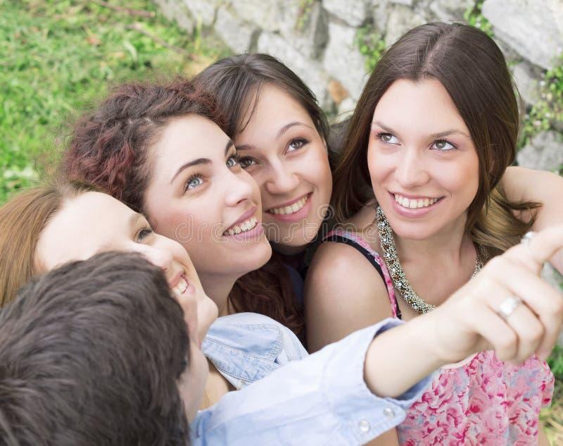 Ομάδα κολλεγίου/φοιτητών πανεπιστημίου στοκ εικόνες με δικαίωμα ελεύθερης χρήσης