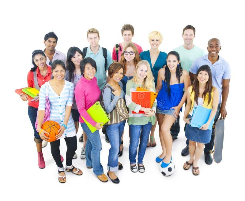 Ομάδα σπουδαστή στις πανεπιστημιακές έννοιες στοκ φωτογραφία