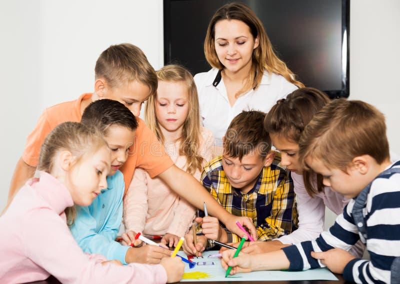 Ομάδα του στοιχειώδους σχεδιασμού παιδιών ηλικίας στοκ εικόνες με δικαίωμα ελεύθερης χρήσης