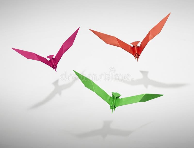 Ομάδα τριών πετώντας πουλιών σε Origami στοκ φωτογραφίες με δικαίωμα ελεύθερης χρήσης