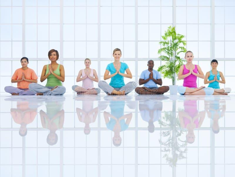 Ομάδα υγιών ανθρώπων στην ικανότητα στοκ εικόνες