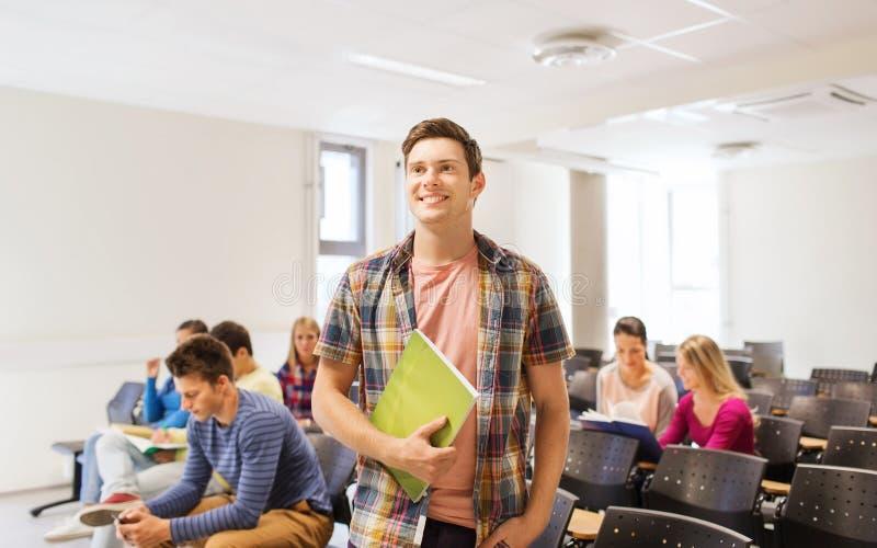 Ομάδα χαμογελώντας σπουδαστών στην αίθουσα διάλεξης στοκ εικόνες με δικαίωμα ελεύθερης χρήσης