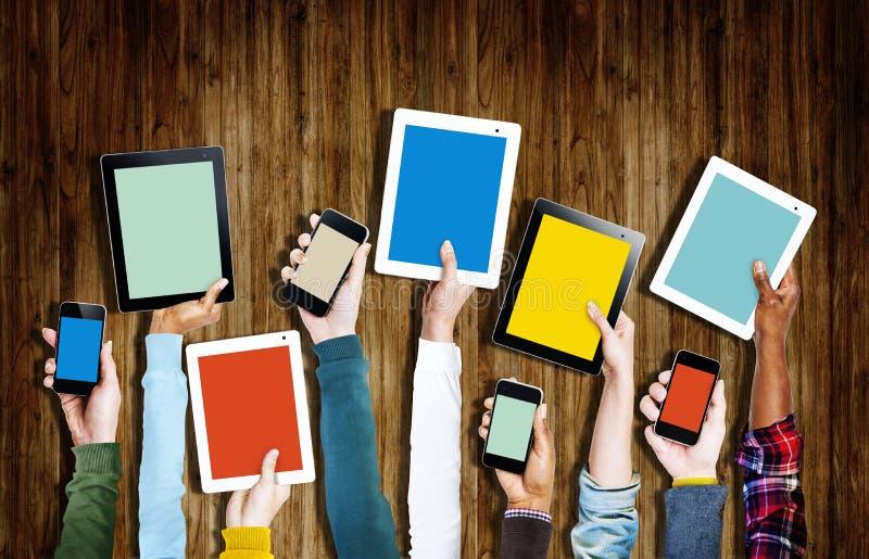 Ομάδα ψηφιακών συσκευών εκμετάλλευσης χεριών απεικόνιση αποθεμάτων