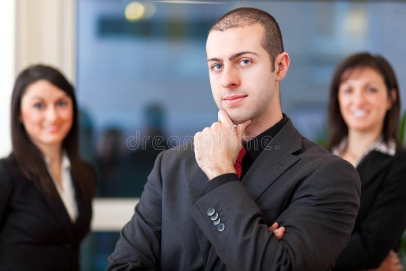 Ομάδα businesspeople στο γραφείο στοκ φωτογραφία