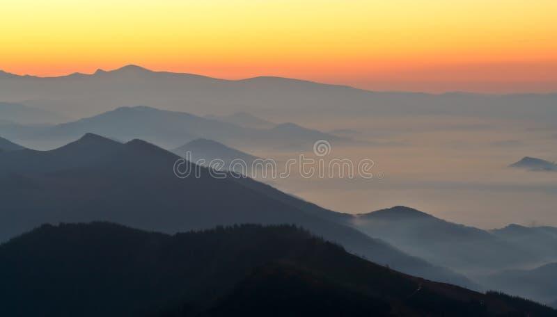 ομίχλη πέρα από την ανατολή στοκ φωτογραφία με δικαίωμα ελεύθερης χρήσης