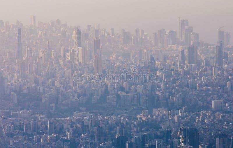 Ομίχλη πέρα από την πόλη της Βηρυττού στοκ εικόνες
