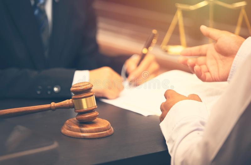 Ομιλία και απόφαση δικηγόρων στοκ φωτογραφίες