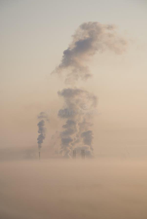 ομιχλώδες πρωί τοπίων πόλεων CI πέρα από την αιθαλομίχλη στοκ φωτογραφίες