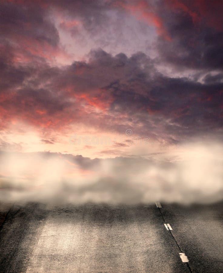 ομιχλώδης δρόμος διανυσματική απεικόνιση
