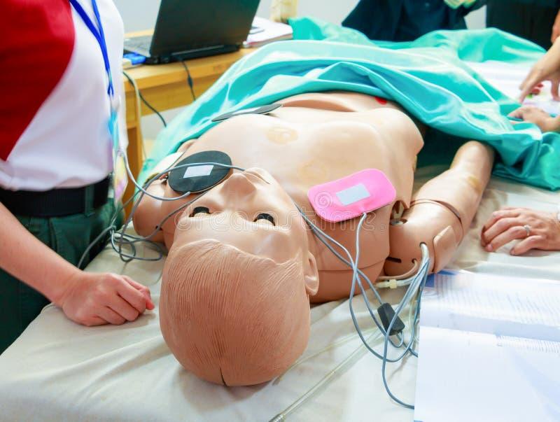 Ομοίωμα αναψυκτικό έκτακτης ανάγκης κατάρτισης cpr στο ιατρικό στοκ εικόνες
