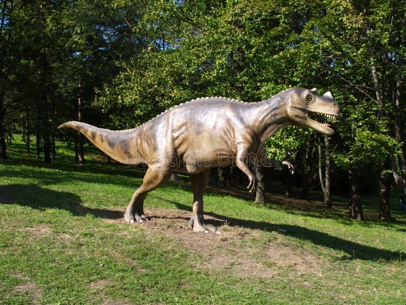 Ομοίωμα δεινοσαύρων στο πάρκο στοκ εικόνες