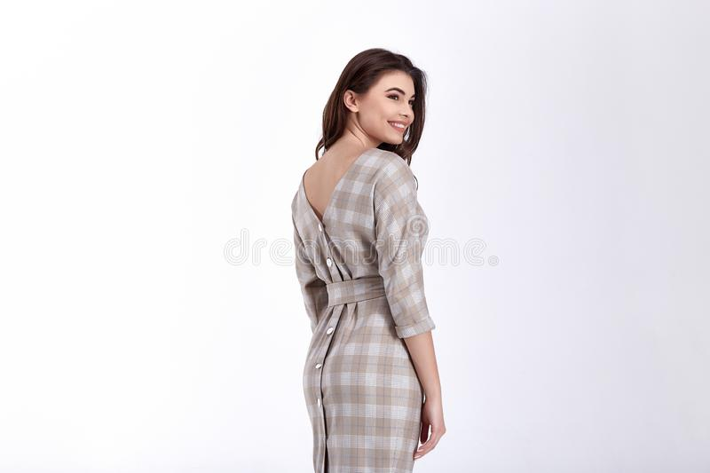 Ομορφιάς γυναικών πρότυπη τάση σχεδίου ένδυσης μοντέρνη που ντύνει το φυσικό οργανικό μαλλιού βαμβακιού ύφος γραφείων φορεμάτων π στοκ εικόνα με δικαίωμα ελεύθερης χρήσης