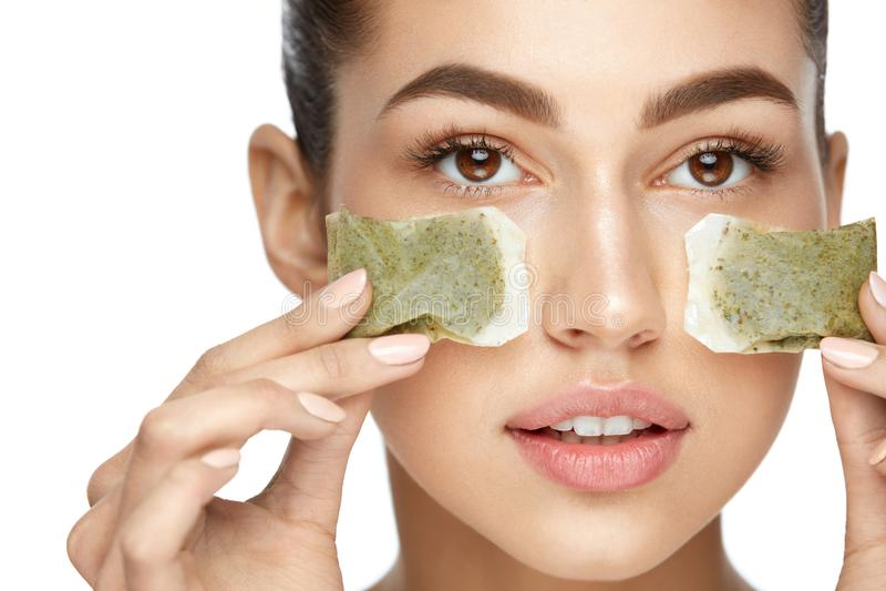 Ομορφιά δερμάτων ματιών Νέα γυναίκα με φυσικό του προσώπου Makeup στοκ εικόνα με δικαίωμα ελεύθερης χρήσης