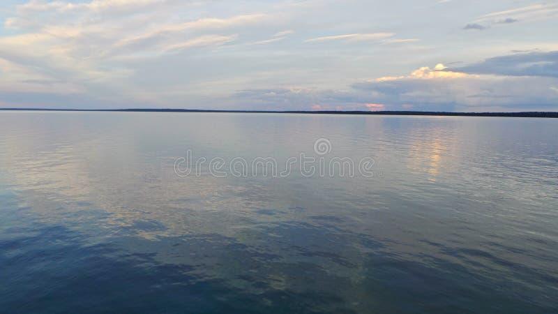 Ομορφιά της ανώτερης λίμνης κατά τη διάρκεια του καλοκαιριού στοκ φωτογραφίες