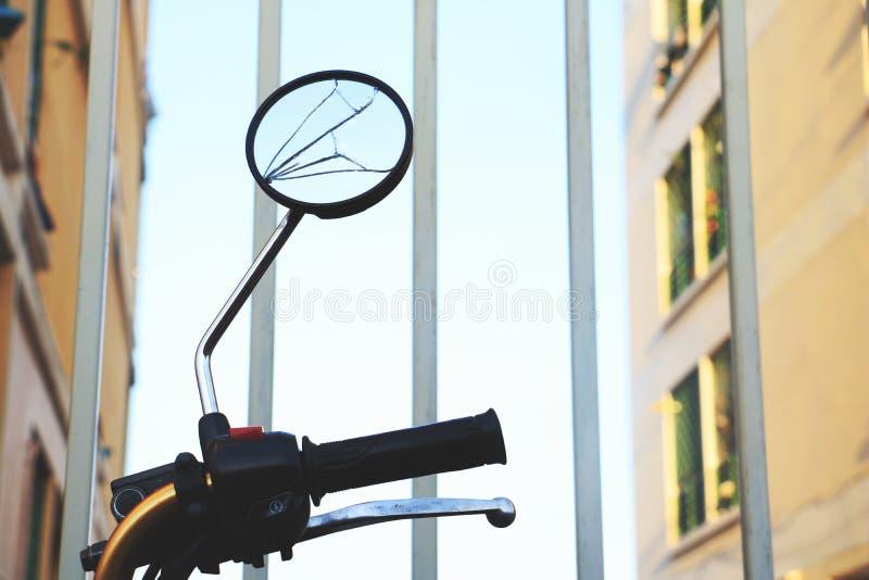 Ομορφιά του σπασμένου καθρέφτη στοκ εικόνα με δικαίωμα ελεύθερης χρήσης
