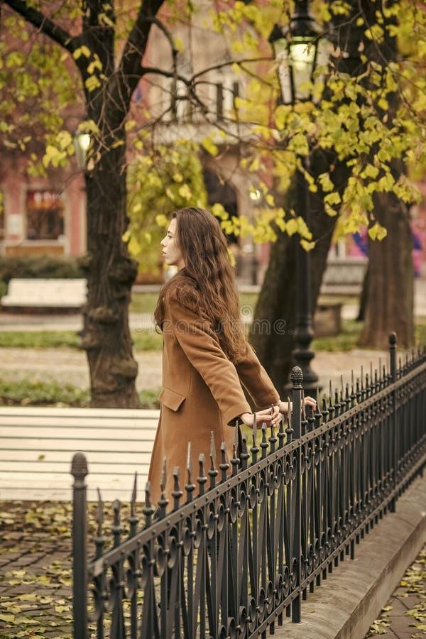 Ομορφιά, χρονολόγηση, πόλη, αναμονή, έννοια περιπάτων στοκ εικόνες με δικαίωμα ελεύθερης χρήσης